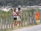 Paloma Duarte vai à praia de Grumari, no Rio, com o filho, Antônio