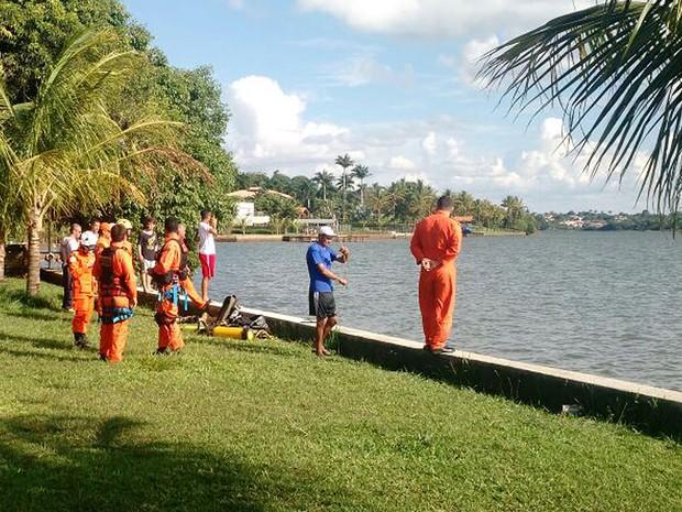 Bombeiros buscam jovem de 21 anos que se afogou nesta terça-feira (15) no Lago Paranoá, em Brasília (Foto: Corpo de Bombeiros DF/Divulgação)