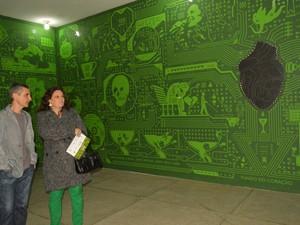 Visitantes prestigiam a exposição Circuitos em Arujá (Foto: Nadja Cortes/PMA)