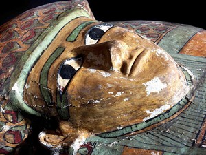 Sarcófago de madeira preservado de 1600 A.C. (Foto: Egypt's Supreme Council Of Antiquities/ AP)