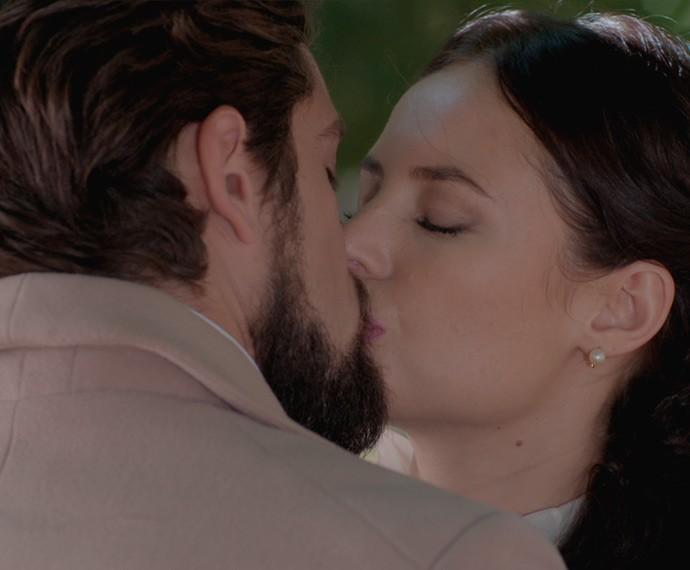 Melissa diz a Felipe que morreria se o perdesse (Foto: TV Globo)