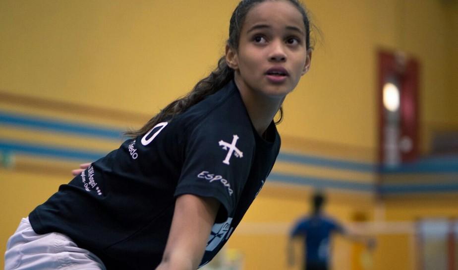 Prodígio do badminton do PI retorna após segundo intercâmbio na Espanha