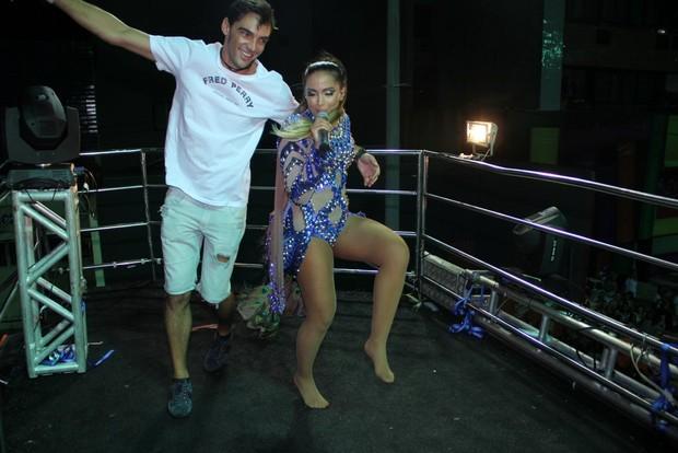 Giba dança com Anitta no trio elétrico em salvador, Bahia (Foto: Rodrigo dos Anjos / AgNews)