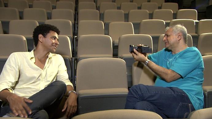 Os dramaturgos Aldri Anunciação e Luiz Marfuz batem um papo sobre teatro baiano (Foto: TV Bahia)
