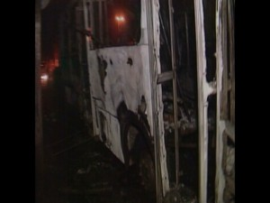 Três ônibus são incendiados em três bairros de Fortaleza (Foto: Reprodução/TV Verdes Mares)