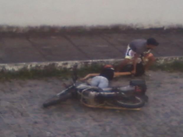 Imagem mostra momento exato de assalto que teve mulher baleada, no ES (Foto: Wanderlei de Quadros/ VC no ESTV)