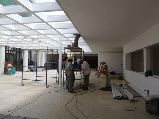 Operários trabalham para aprontar o Museu para a inauguração (Foto: Cristina Indio do Brasil/ G1)