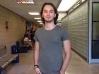 Gabriel Falcão diz que Vanessa Gerbelli cuida do seu cabelo: 'Virei cobaia dela'
