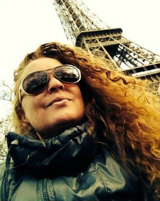 Izinha conta que Paris aos poucos está se recuperando  (Foto: Izinha Ruela/Arquivo pessoal )