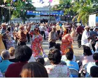 Arraiá integra a terceira idade em Volta Redonda (Foto: Reprodução: RJTV 2ª Edição)