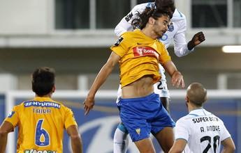 Porto sofre susto, mas vira, derrota Estoril e se mantém perto do Sporting