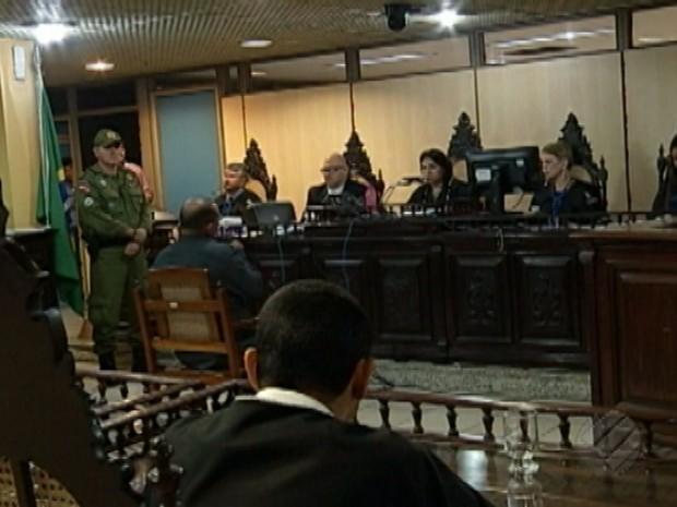 Sessão do Tribunal do júri da 3ª Vara Criminal de Belém durou 14h e declarou ex-policial militar culpado pelo assassinato de Eduardo Galúcio Chaves, de 16 anos, durante chacina em Belém em 2014 (Foto: Reprodução/TV Liberal)