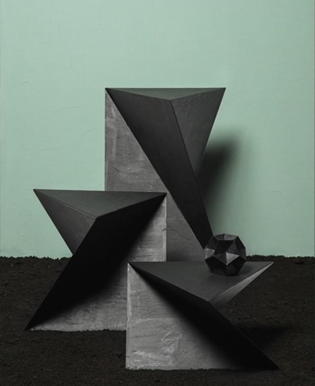 Designer cria mesas laterais inspiradas no pai da geometria (Foto:   Lisa Klappe/Divulgação)