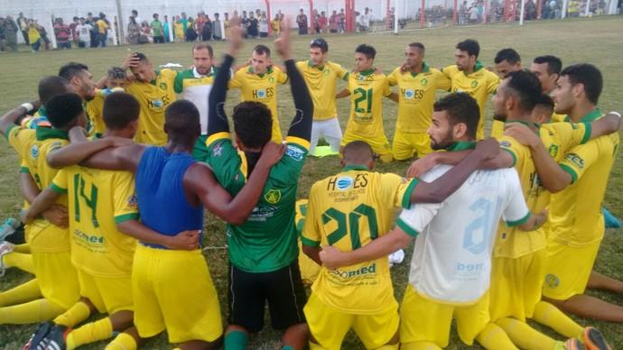 Jogadores do Tupy comemoram acesso para a primeira divisão do Capixabão (Foto: Wagner Chaló/GloboEsporte.com)