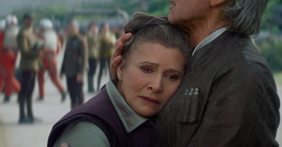 Carrie Fisher de 'Star Wars' sofre ataque do coração em voo