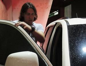 Cassio Cortinhians deixa o Brinco de Ouro da Princesa de carro (Foto: Rodrigo Faber)