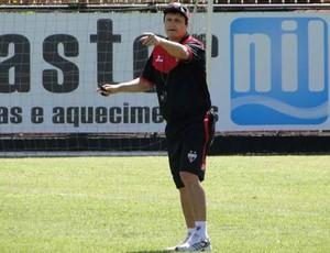 Adilson Batista, técnico do Atlético-GO (Foto: Divulgação / Site Oficial do Atlético-GO)