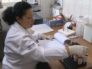 Em Juiz de Fora, pacientes do SUS não pegam resultados de exames (Foto: Reprodução/TV Integração)