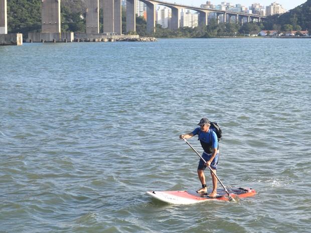 Guilherme Campello faz a travessia por mar três vezes por semana (Foto: Vitor Jubini/ A Gazeta)