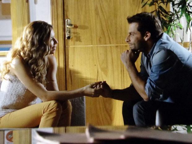 Unidos! Ester e Cassiano armam plano para desmascarar Alberto  (Foto: Flor do Caribe/TV Globo)