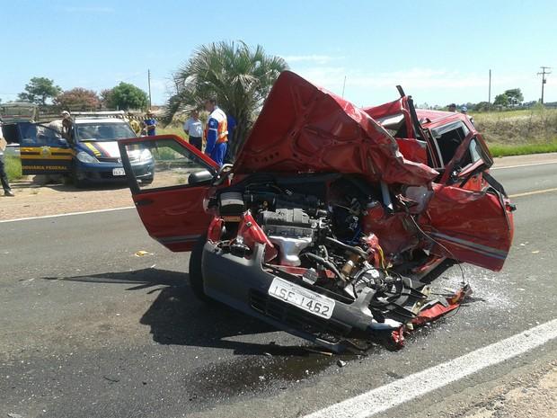 Acidente matou duas pessoas (Foto: Tiago Guedes/RBS TV)