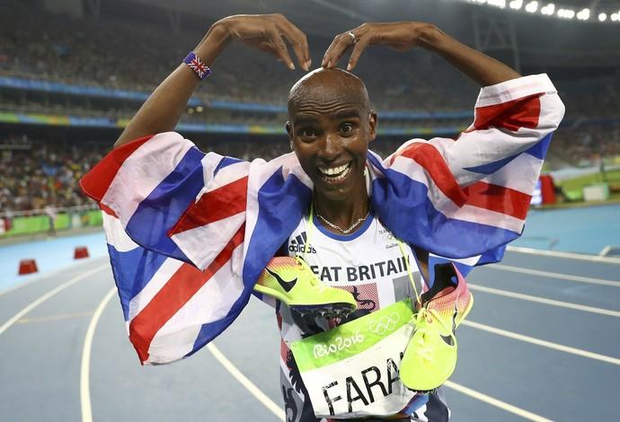 Mo Farah faz sua comemoração clássica após levar o ouro dos 5000m no Rio (Foto: Reuters)