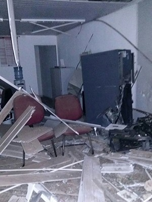 Caixa eletrônico ficou completamente destruído (Foto: Divulgação/Polícia Militar do RN)