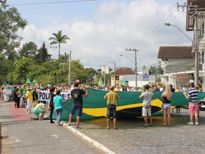Manifestação em Pomerode durou cerca de duas horas (Foto: Jornal de Pomerode/Divulgação)