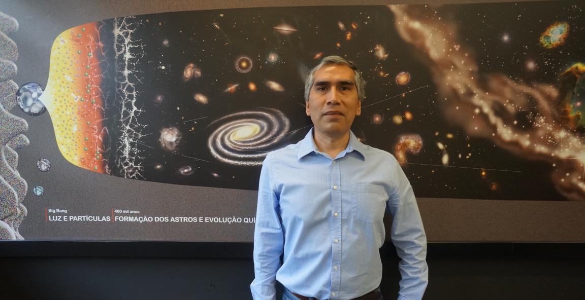 Professor do IAG/USP, Jorge Meléndez se intrigou com o comportamento da HIP 10725 ainda em 2009     (Foto: Divulgação IAG/USP)