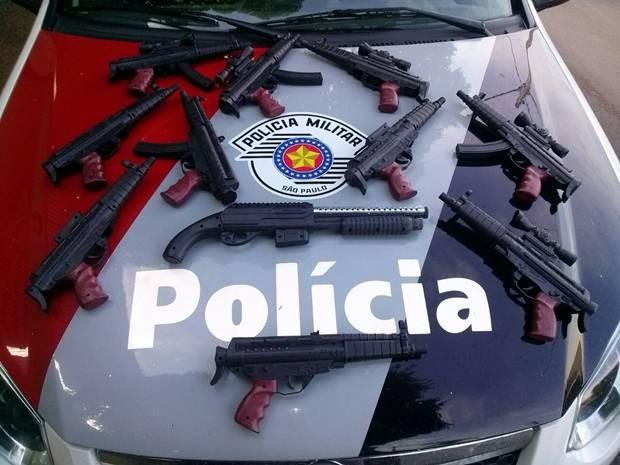 c7ed495c34a Armas de brinquedo foram apreendidas em Valparaíso (Foto   Divulgação Polícia Militar)