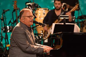 Guilherme Arantes cantou vrios de seus sucessos (Foto: Marcelo Tabach / VIVA)