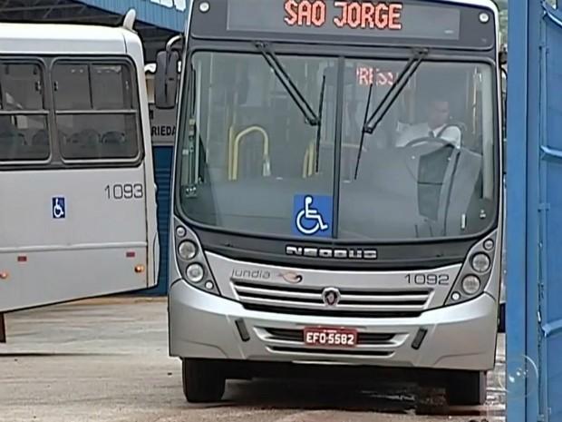 Tarifa do transporte coletivo aumentou 12% em Itapeva, SP (Foto: Reprodução/ TV TEM)