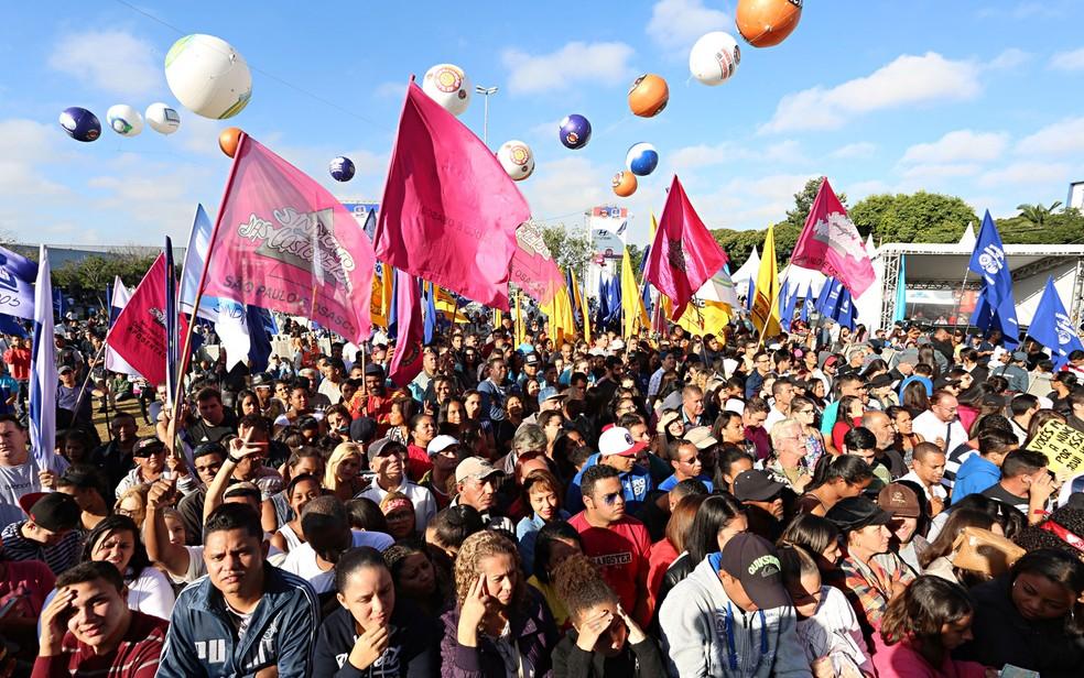 Público acompanha ato da Força Sindical com shows no Campo de Bagatelle, Zona Norte de São Paulo (Foto: Celso Tavares/G1)