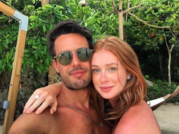 Marina Ruy Barbosa com o noivo e a aliança (Foto: Reprodução/Instagram)