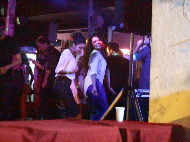 Juliana Alves em festa na Zona Oeste do Rio (Foto: Dilson Silva e Delson Silva/ Ag. News)