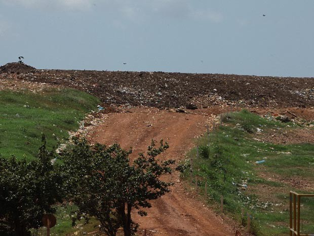 Lixão em São Luísconhecido como Aterro da Ribeira (Foto: Biné Morais / O Estado)