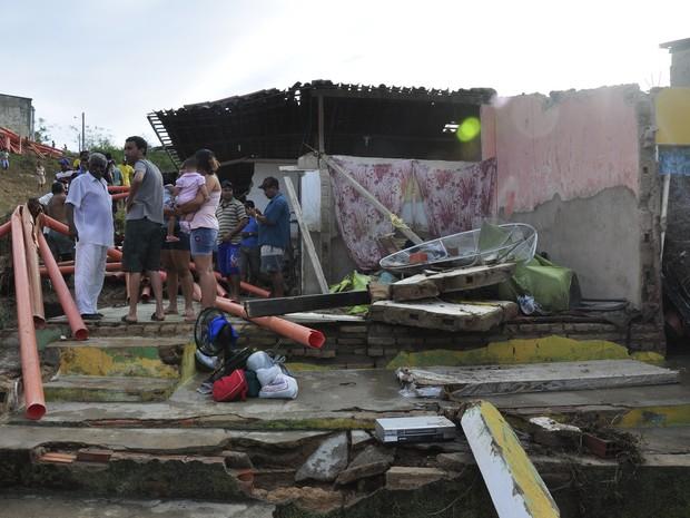 Casa ficou completamente destruída após rompimento de adutora (Foto: Alexandre Lima/ Arquivo Pessoal)