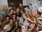Estreia de 'Chacrinha, o musical' tem participação de Xuxa e famosos na plateia