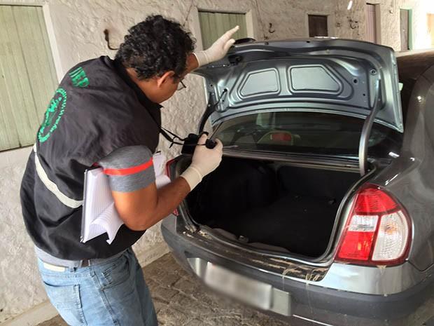 Carro usado na fuga do suspeito foi apreendido e será periciado (Foto: Divulgação/Polícia Civil do RN)
