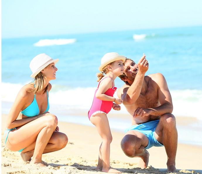 Sempre que tiver a oportunidade de ir à praia, passeie com as crianças, explore o ambiente e deixe elas brincarem livremente (Foto: Divulgação)