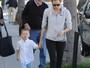 Filho de Jennifer Garner e Ben Affleck faz careta para paparazzi