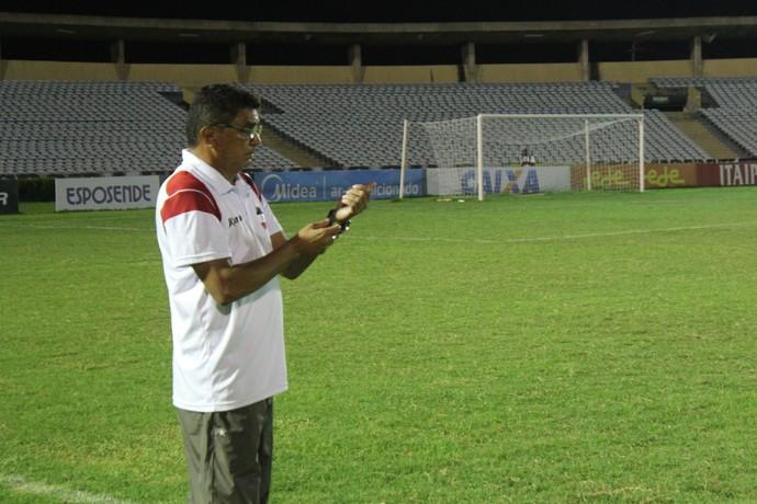 Flávio Araújo, técnico do River-PI (Foto: Antônio Fontes /GloboEsporte.com)
