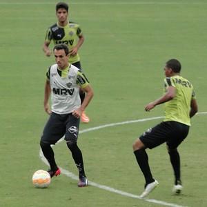 Thiao Ribeiro treino Atlético-MG (Foto: Léo Simonini)