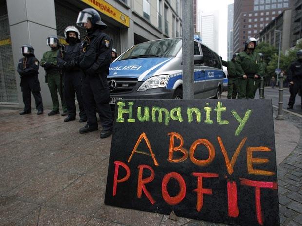 Alemães protestam contra cortes de gastos (Foto: AFP)