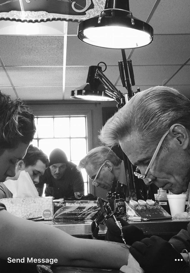 David Beckham registra a primeira tattoo do filho, Brooklyn (Foto: Reprodução/Instagram)