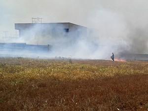 Incêndio ameaça condomínio de luxo em Teresina (Foto: Ellyo Teixeira/G1)