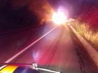 Carreta bate em motocicleta, explode e interdita faixa de rodovia no Ceará
