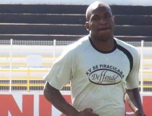 Adilson, atacante do XV de Piracicaba (Foto: Bernardo Medeiros / Globoesporte.com)