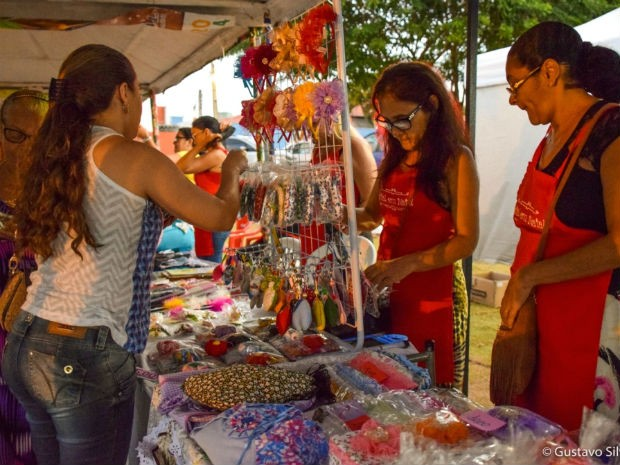 Artesanato também é destaque na feira, com estandes para artesãos e produtos da Loja Original (Foto: Gustavo Silveira/Prefeitura do Natal)