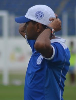 Adocica, técnico do Confiança Sub-19 (Foto: Felipe Martins/GloboEsporte.com)